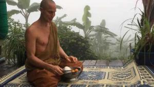 """""""อาตมารู้สึกอยู่ลึกๆว่า อาตมาเคยอยู่ที่นี่มาก่อนและอาตมาจะอยู่ที่นี่ตลอดไป"""" เปิดคำสัมภาษณ์ """"พระจูเลียน"""" จากแคนาดาสู่ใต้ร่มพุทธศาสนา ในไทย"""