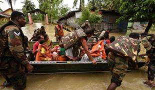 ยอดตายน้ำท่วมอินเดีย-เนปาล-บังกลาเทศพุ่ง221ศพ อพยพ1.5ล้านคน
