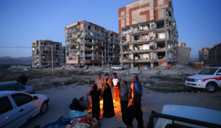 ฟ้าสางเผยภาพเมืองพัง ยอดตายแผ่นดินไหวอิหร่าน-อิรัก ทะลุ 300 ศพ!!
