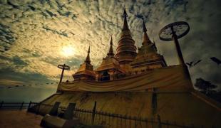 วัดพระมหาธาตุเจดีย์โลกะวิทู วัด 2 แผ่นดิน แปลกแต่มีอยู่จริง ในประเทศไทย