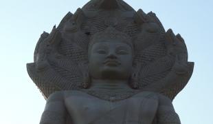 ทุ่ม 70 ล้าน สร้างพระศิลาทรายนาคปรกองค์ใหญ่สุดในโลก