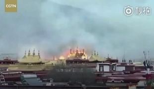 น่าเสียดาย !! เพลิงโหมไหม้วัดพุทธพันปีในทิเบตเสียหายหนัก โชคดีไม่มีผู้บาดเจ็บ-เสียชีวิต