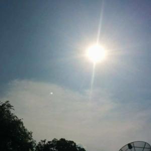 ท้องฟ้าและสุริยันต์ขณะประกอบพิธีบวงสรวงหล่อพระกริ่งเจ้าสัวปราบไพรี27เมษายน57เวลา14.09น.ณ โรงหล่อพรบุญพุทธปฏิมากร