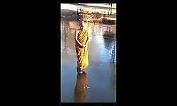 ชาวพุทธคิดเห็นกันอย่างไรกับคลิปนี้ พระเดินบนผิวน้ำ???