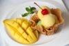 rsz_ไอศครีมมะม่วงกับข้าวเหนียวมูน_mango_icecream_with_sticky_rice_150-บาท.jpg