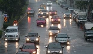 พายุฤดูร้อนแผ่ปกคลุม อากาศแปรปรวน ฝนกระหน่ำหลายพื้นที่ประเทศไทย