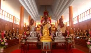 ชวนเที่ยว พระพิจิตรแกะสลักจากไม้ตะเคียนทอง หุ่นขี้ผึ้งพระเกจิ 32 รูป