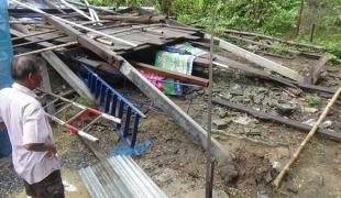 พายุถล่มเมืองอ่างทอง บ้านเรือนประชาชนเสียหายกว่า 200 หลังคาเรือน