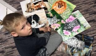 เอ็นดู ! เด็กรัสเซียวัย 9 ขวบ วาดภาพสัตว์เลี้ยงเพื่อช่วยเหลือสัตว์ไร้บ้าน