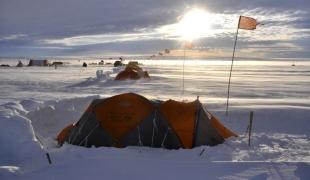 น้ำแข็งละลายที่ทวีปแอนตาร์กติกา ละลานตากับเส้นทางสู่ 'ธารน้ำแข็งแห่งวันสิ้นโลก'