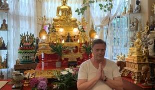 ฝรั่งหัวใจไทย ตระเวนถวายของและดูแลคนไทยในอังกฤษ