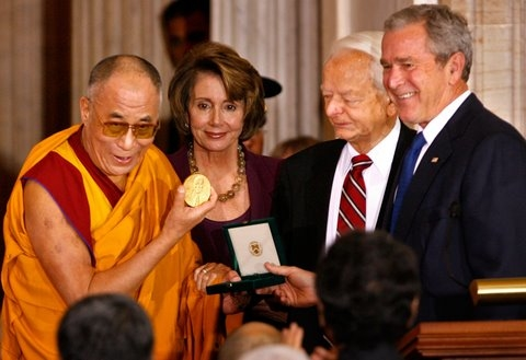 Dalai Lama shows off Congressional Medal
