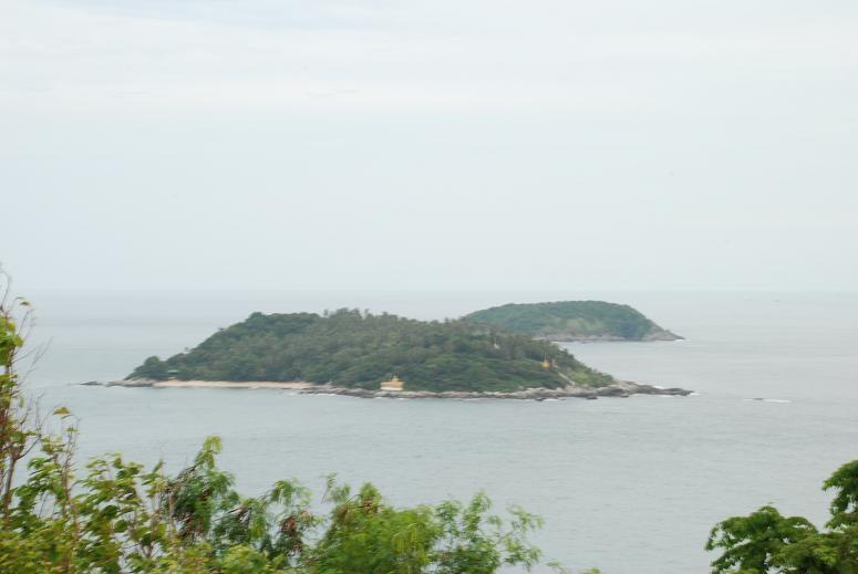 รอยพระพุทธบาทเกาะแก้ว มองจากแหลมพรหมเทพ