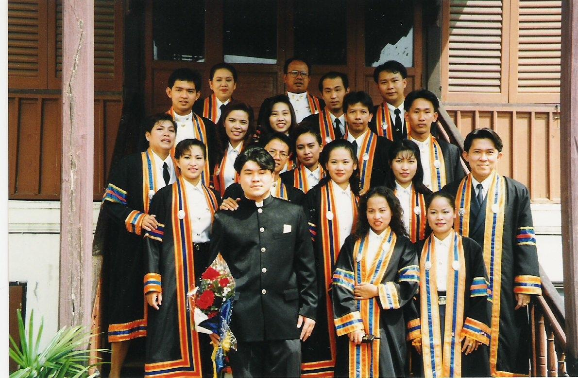 ถ่ายเมื่อปี 2541 บรรไดห้องสังคีต ณ วิทยาลัยราชภัฎสวนสุนันทา