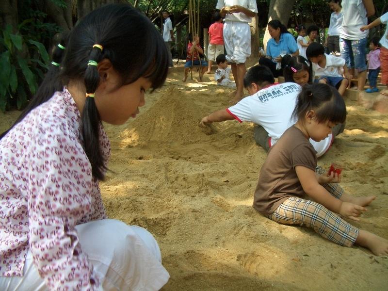 มีกองทรายสำหรับเด็กๆ