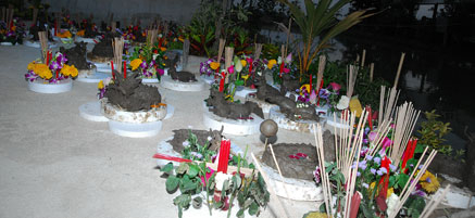 มังกร และ กระทงดอกไม้ถวายแม่คงคา-แม่ธรณี