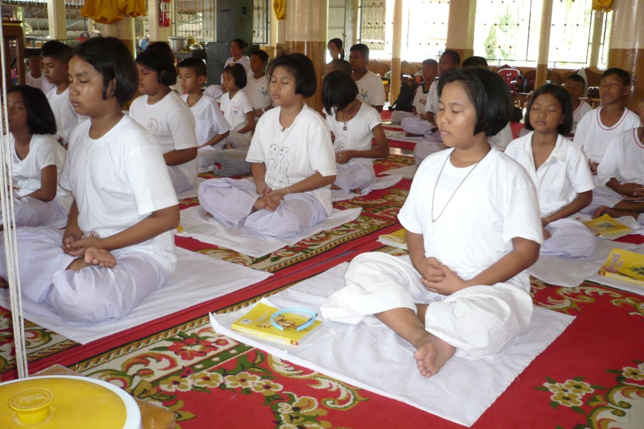 P1090026 เด็กไทยใจสงบเพราะได้พบสันติธรรม