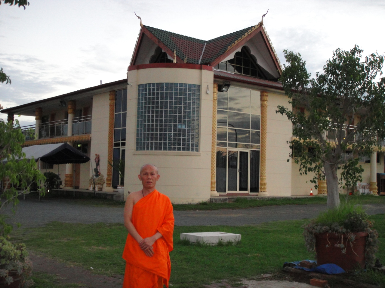 Ven.Asadachanh at temple 02