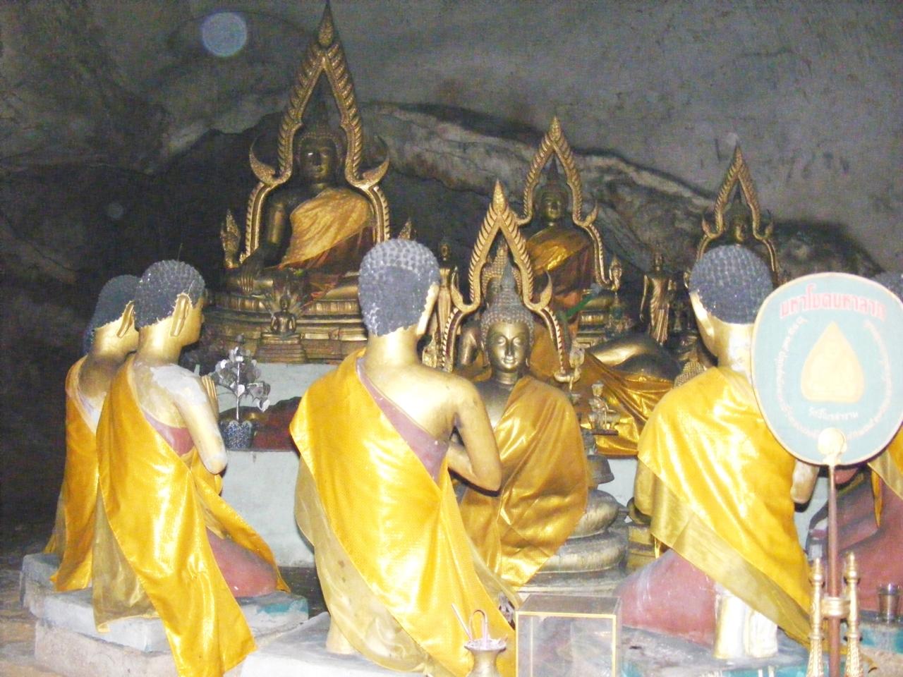 DSCF3412พระประธานในถ้ำประทุน