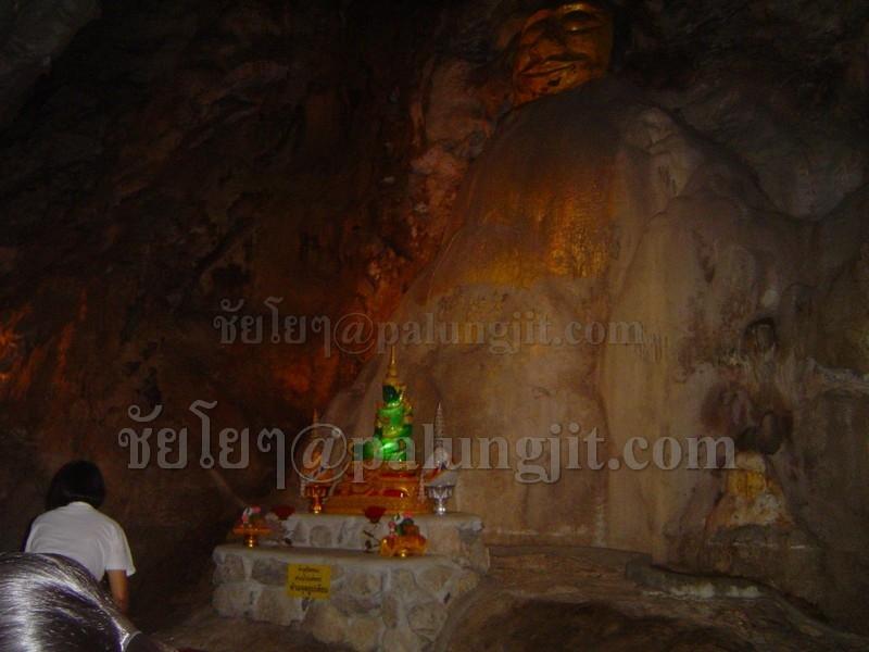 ด้านในถ้ำชั้น2 ที่เงียบสงบ เหมาะแก่การนั่งสมาธิมาก