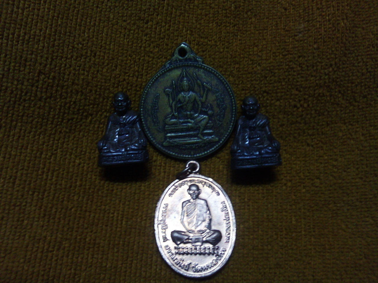 รูปหล่อหลวงปู่กเ เพรียญจักรเพชร เหรียญหลวงพ่อเดิมชนวนเก่าเก็บ