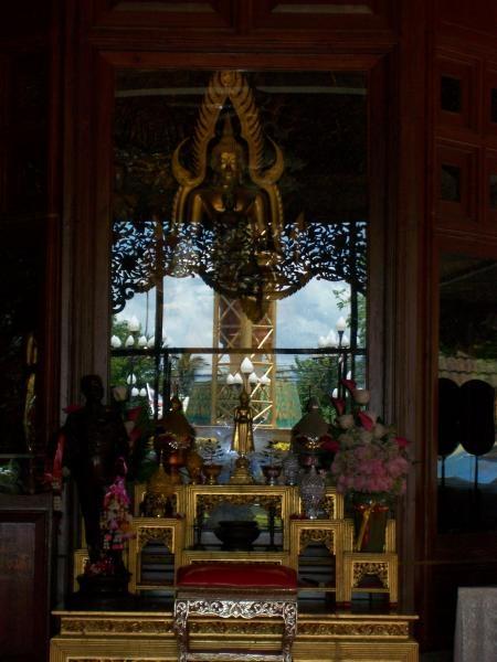 ประประธาน ในวิหารหลวงพ่อเกษม