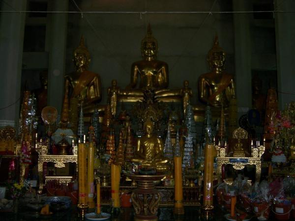 พระพุทธรูปภายในวิหารพระเจ้าปันต๋น วัดพระบรมธาตุถิ่นแถนหลวง 1
