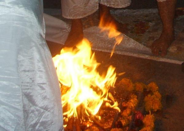 ภาพขยายเปลวไฟ จากพิธีกรรมบูชาไฟ