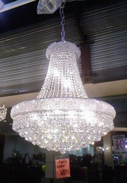 ในรูปเป็นแบบโคมหลอดไฟด้านใน ชุบโครเมี่ยมครับ ประกายแสงจึงเป็นสีขาวสว่าง