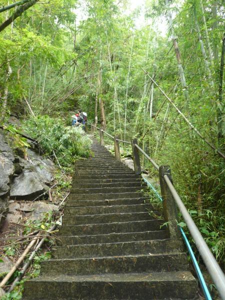 ทางขึ้นถ้ำ 1401 ขั้น เฮ้อ..