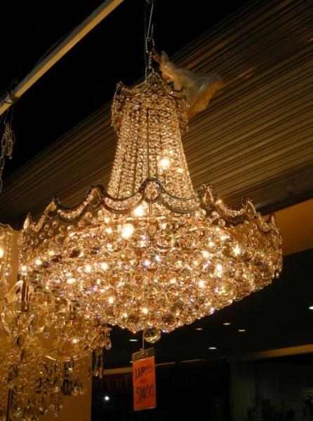 อันนี้เป็นโคมไฟข้างๆ ที่เป็นโครงชุบทอง จะเป็นประกายสีทองมากกว่า