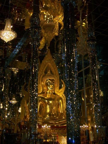 พระพุทธชินราชในวิหารแก้ว วัดท่าซุง 4