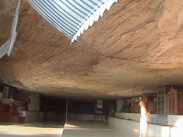 หอฉันใต้ถ้ำ วัดถ้ำไทรทอง
