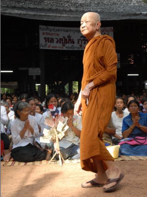 ลต.มหาบัว(เพชรน้ำหนึ่งเมืองไทย) เดินทางมาวัดป่าหนองผือ