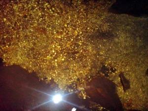 DSC00894 เมื่อถ่ายในโหมดที่ไช้เเฟลชกับการซูมจะมองเห็นภาพน่ามหัศจรรย์ในบ่อน้ำภายในถ่ำ