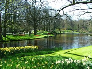 DSCF0303วิวสวยๆแบบนี้มีอยู่ในสวนเยอะเชียว ..เดินทั้งวันก็ไม่เบื่อค่ะ..มาเที่ยวที่นี้อย่าใส่ล้นสูงมาน่ะค่ะ..เดี๋ยวอดเดินชมรอบสวน ..ฮิๆๆ เพราะสวนมันกว้า