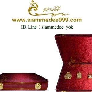 กล่องใส่พระ หุ้มผ้าไหมสีเลือดหมู กันพระกลิ้งไปมา เก็บเครื่องลางได้หลายขนาด สนใจโทรสอบถามเพิ่มเติมได้ค่ะ Tel. 081-641-9534  Tel. 089-514-5105 (หยก)