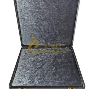 กล่องพระ ผ้าไหมสีเทา กล่องเครื่องราง  กล่องพระ ขนาดพกพา(พระไม่กลิ้ง) เก็บพระเครื่อง และ เครื่องราง ได้หลายแบบ ขนาดกล่อง 19.5 x 20 x 4 cm. (กว้าง x
