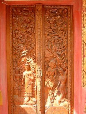 ประตูทางเข้าอุโบสถ