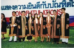 ถ่ายเมื่อปี 2541 ณ วิทยาลัยราชภัฎสวนสุนันทา ก่อนรับจริง