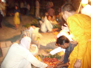 ตลาดยามค่ำในหมู่บ้านเล็ก ระหว่างไปไวสาลี
