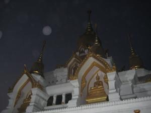 คืนก่อนพระจันทร์ต็มดวง ที่ประดิษฐานพระบรมสารีริกธาตุ วัดไทกุสินารา
