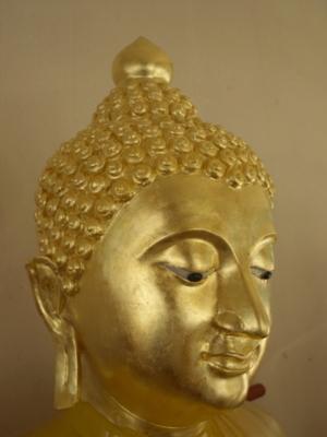 P2111530  พระพุทธรูปหลังจากบูรณะที่พระพักตรด้านขวาและพระเนตร        ด้านซ้ายแล้ว