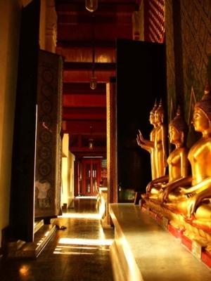 หน้าวิหารพระพุทธชินราช(วัดใหญ่)