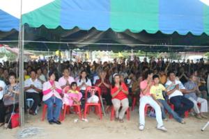 IMG 0330 สาธุชนผู้มาร่วมอนุโมทนาบุญหล่อระฆัง