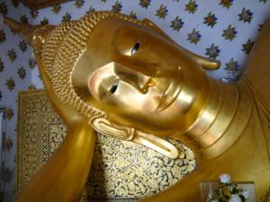 พระพุทธไสยาสน์ ศิลปะอยุธยาตอนต้น ที่วัดเสนาสนารามวรวิหาร อยุธยา