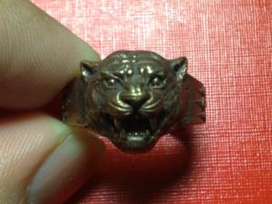 แหวนหัวเสือ(ดุ)