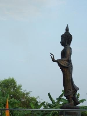พระพุทธรูปปางลีลา วัดป่าเจริญราช