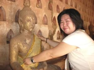 ทำบุญห่มผ้าพระพุทธรูป ที่วัดสีสะเกด กรุงเวียงจนทน์ สปป.ลาว (ปี 2552)