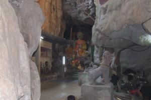 พระในถ้ำ